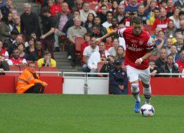 Mesut Özil lämnas utanför Arsenals trupp