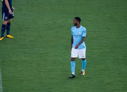 Raheem Sterling tror på City